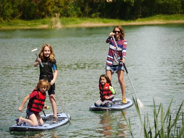 Paddle en location pour explorer le lac et l'ile des pirates ;)